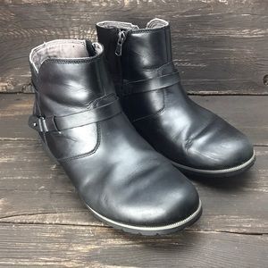 TEVA Leather Short Boots Size 9.5